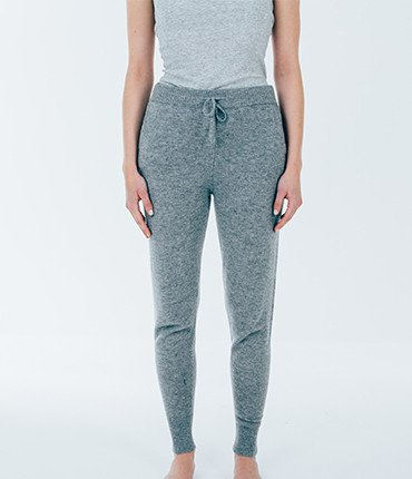 knitted__jogger_grey_model_1024x1024-2