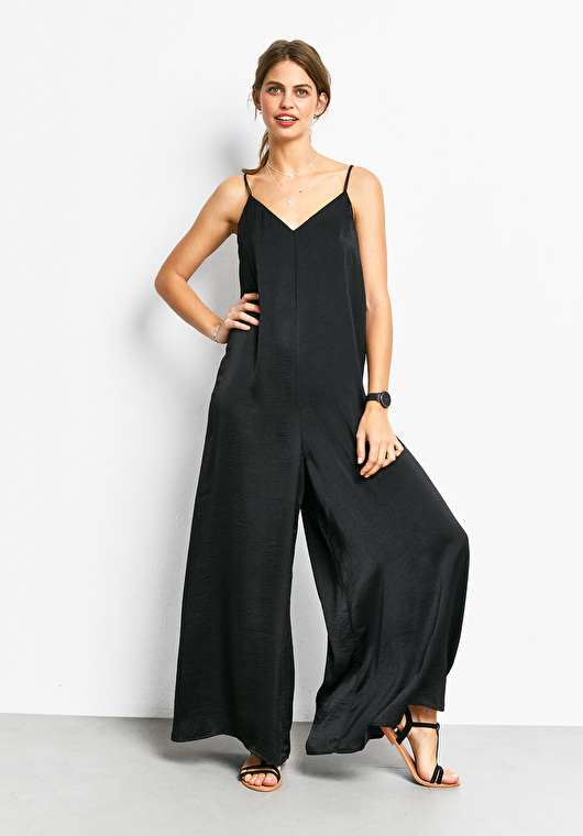 Black jumpsuit.jpg